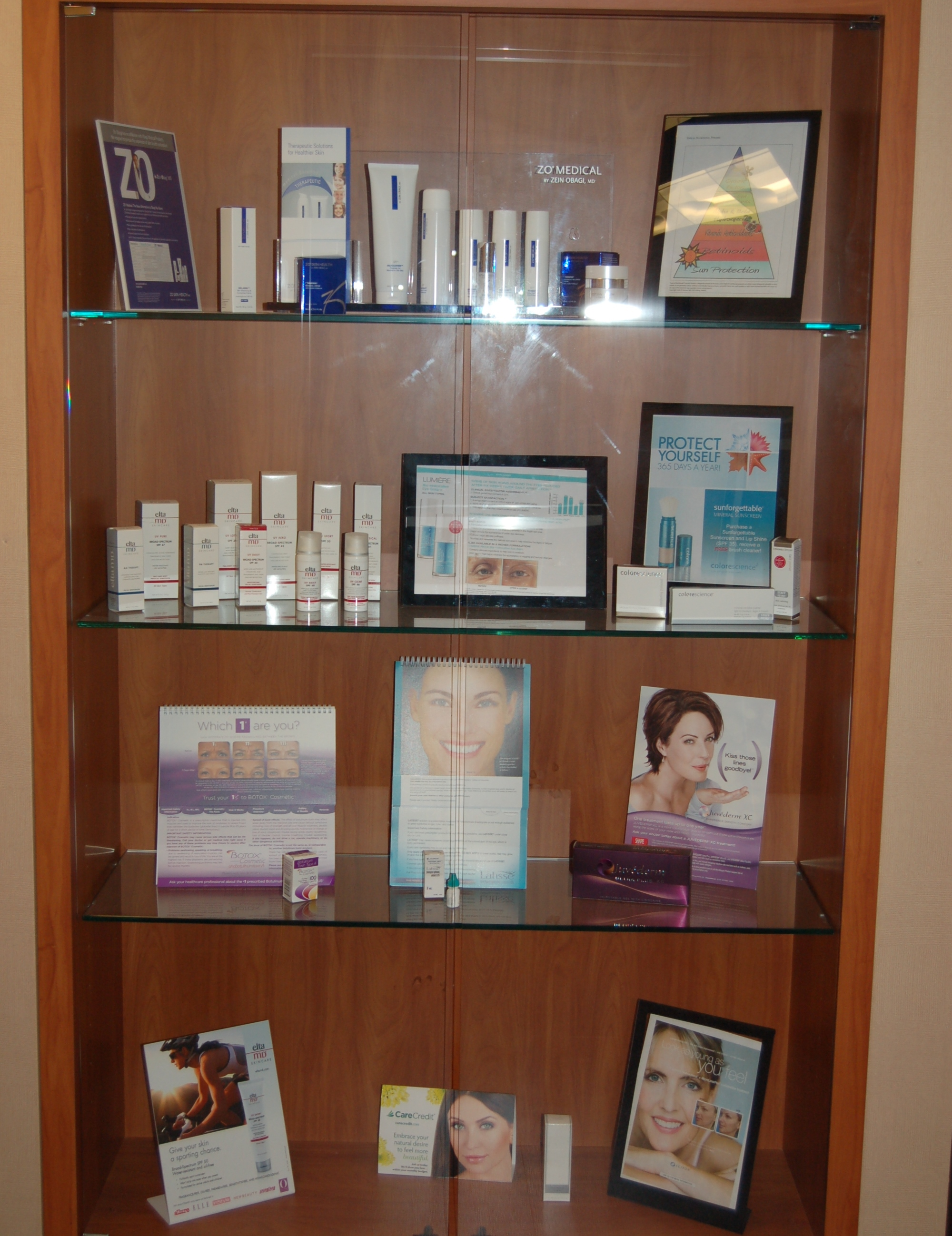 Cosmetic kiosk display